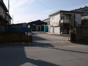 倉 庫 付 売 土 地